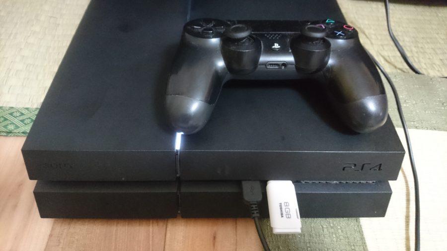 PS4にUSBを挿入